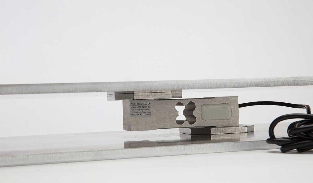 sensor de peso y chapas de soporte de una balanza inteligente para colmenas de Hivewatch